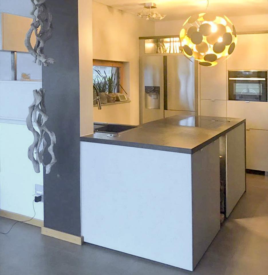 Küche mit Kochinsel   Möbel und Inneneinrichtungen aus ...