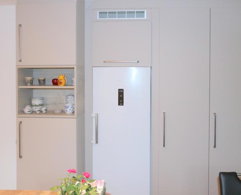 Umfassende Küchenmodernisierung - raumhohe Schränke