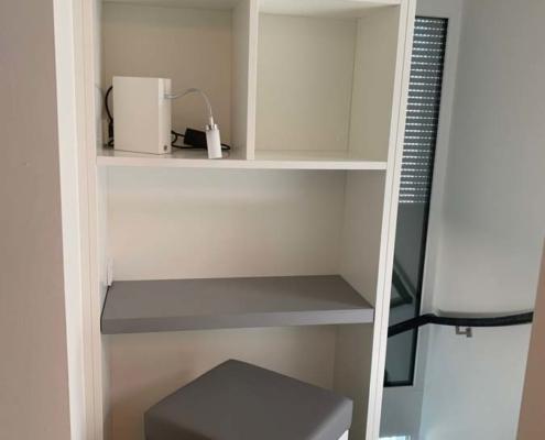 Inneneinrichtung Bootshaus - Bibliothek mit ausfahrbarer Arbeitsfläche