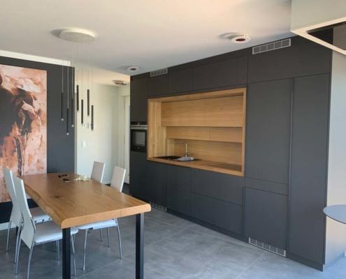 Inneneinrichtung Bootshaus - Blockküche Eiche in Graphitschwarz